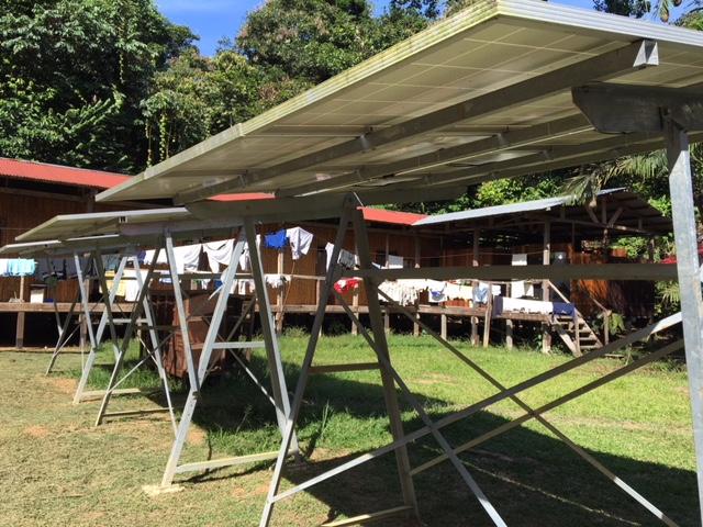 refugio-amazonas-solar-panels